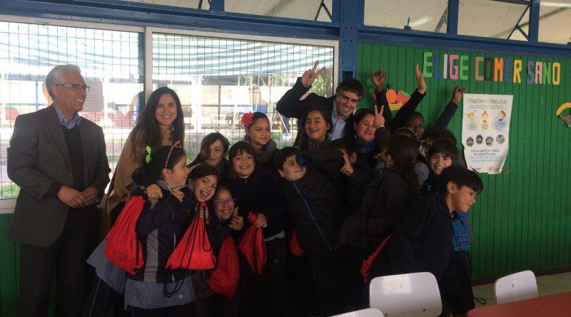 Alcalde se reúne con alumnos que ganaron el Concurso Colorearte