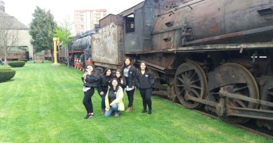 Alumnos de Aula en Terreno recorren trenes del siglo pasado
